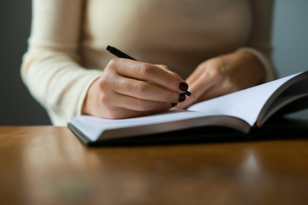 کتاب بنویس